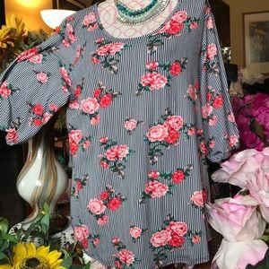 😳NWT Plus Size 2X Romantic Roses:Pinstripes Top